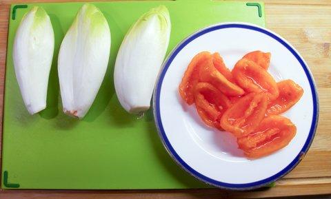 Endivie og tomat